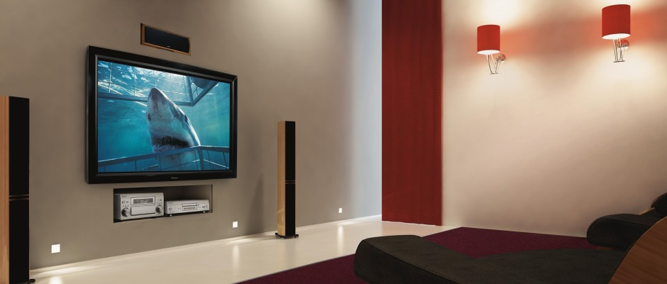 living.room.with.Plasma.TV-940x400